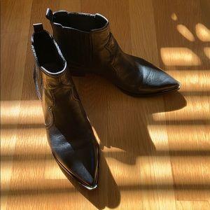 Marc Fisher Ltd Yohani leather bootie 6 1/2